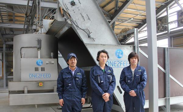 最新設備で日本一の省力化を目指します(搾乳ロボ6台・自動給餌機2台他)