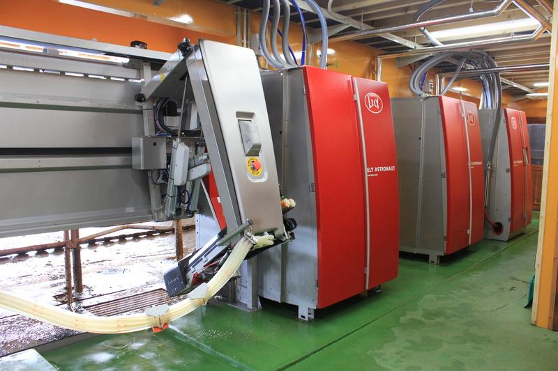 搾乳ロボット 2台並列 ロボット室側